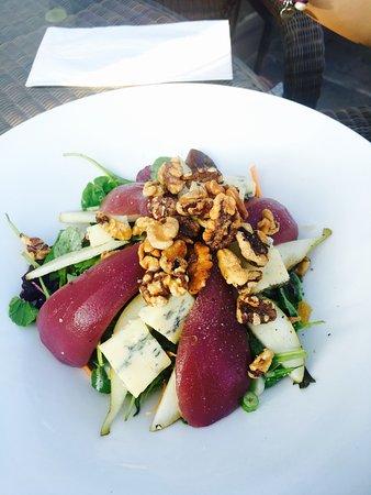 Waddington, UK: Pear, blue cheese and walnut salad