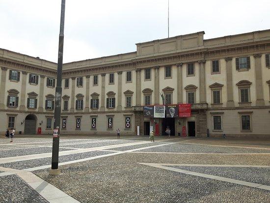Palazzo reale esterno foto di palazzo reale milano - Pilozzo da esterno ...