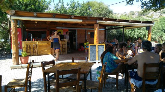 Rodakino, Grecia: Wow everything was great. The calamari was fresh we had mezedes psito salads...all great. Good s