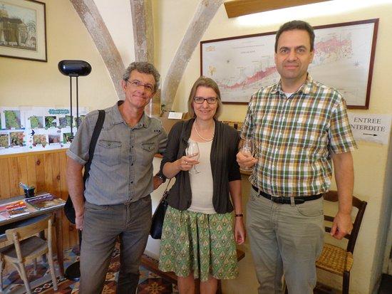 Ladoix-Serrigny, Frankreich: Dégustation avec François (à gauche) chez un viticulteur d'un domaine historique dans la Côte de