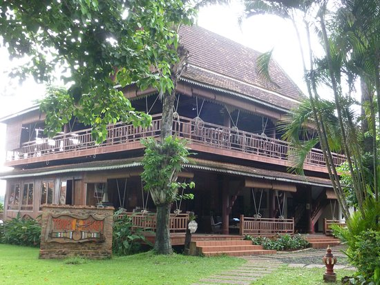Banlung, Kambodja: This is the Reception and Dining area on top