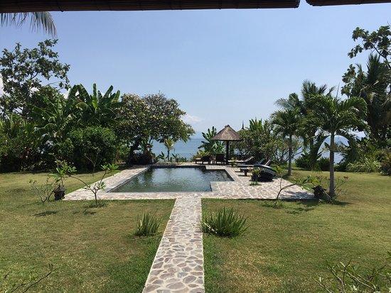 Seririt, Indonésia: Trop bien .. Service parfait ! Villa parfaite! Coucher de Soleil magnifique tous les soirs ! Nor