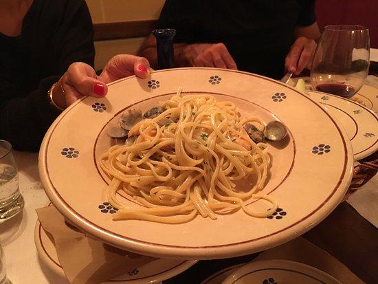 San Vito dei Normanni, Italia: Pasta con I fagiolini e spaghetti gam eri e Congolese