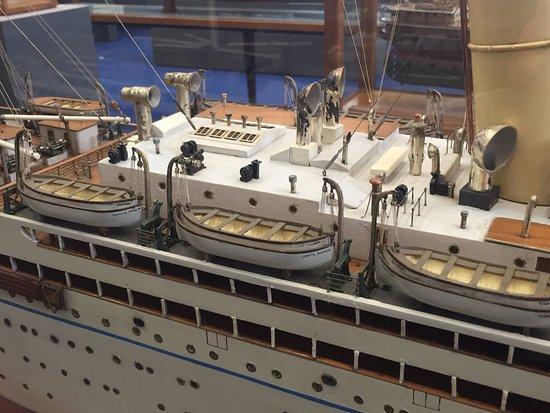 Lloyd. Le navi di Trieste nel Mondo