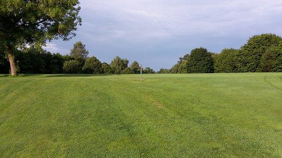 Golf-Club Schloss Elkofen: Da winkt die nächste Fahne herüber