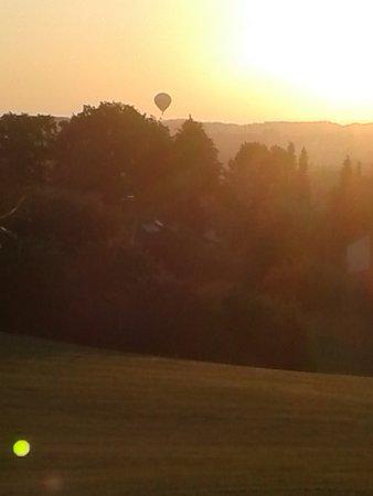 Golf-Club Schloss Elkofen: Beobachter in der Anfahrt ....