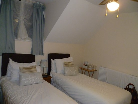 Bramber, UK: Our twin room. Very clean with comfy beds.