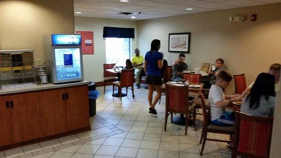 Comfort Inn Clarksville: 20160821_084834_large.jpg