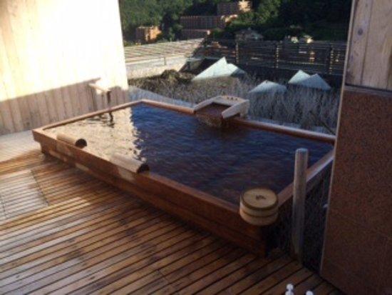 Fukiya: 貸切露天風呂のうちの1つ