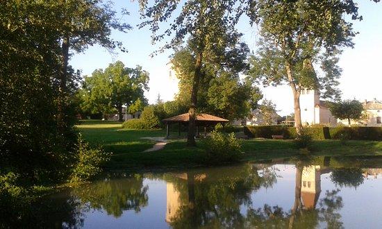 Auberge de la Tour: le parc de Sennecé les Mâcon