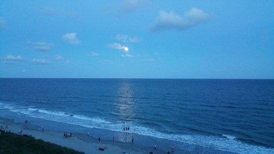 Shore Crest Vacation Villas: 20160817_201357_large.jpg