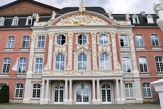 Kurfürstliches Palais tuinen