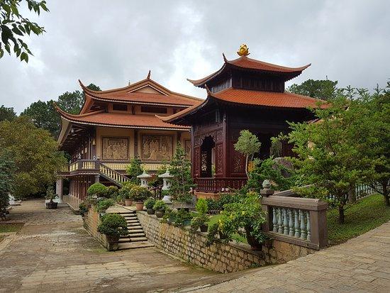 Thien Vien Truc Lam: Erholsamer und schön angelegter Tempelbezirk