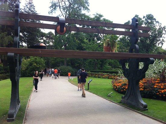 Le banc géant qui fait de la musique - Photo de Jardin des ...