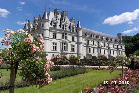 Chenonceau from queen catherine 39 s garden foto de castelo for Chateau chenonceau interieur