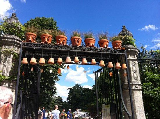 Un mange pots ? - Picture of Jardin des Plantes, Nantes - TripAdvisor
