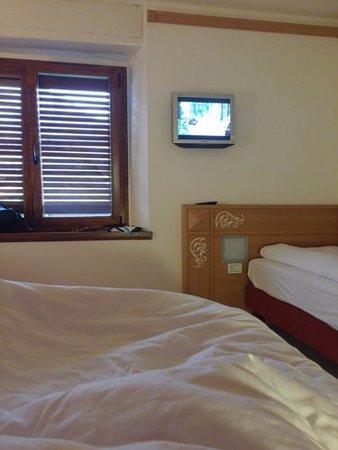 Ravascletto, Italy: Minifernseher im Zimmer