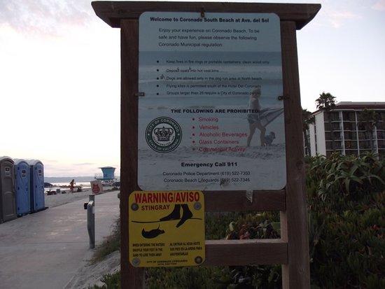 Coronado, Kaliforniya: placas na praia sobre as instruções