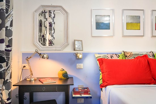 Girovagando Bed & Breakfast : Girovagando Genova Camera Fiordaliso