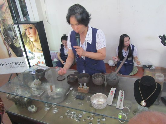 San Kamphaeng, Thailand: Demonstration of silver products