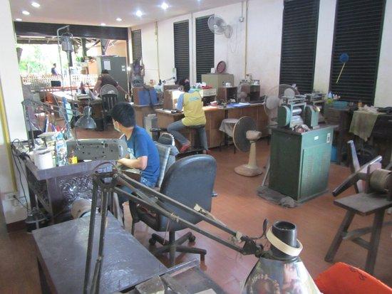 San Kamphaeng, Thailand: Silver manufacturing area