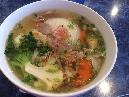 West Melbourne, Floryda: Chicken Based Pho with Rice Noodles, Pork and Wontons