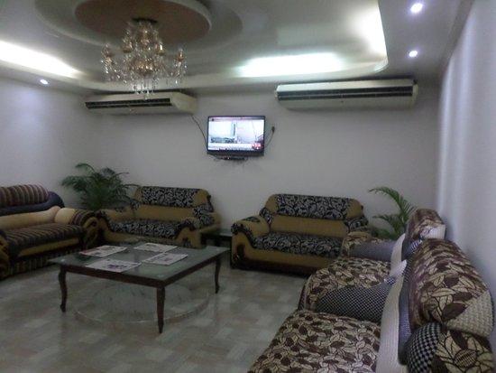 Hotel Lake Breeze : Wide lounge