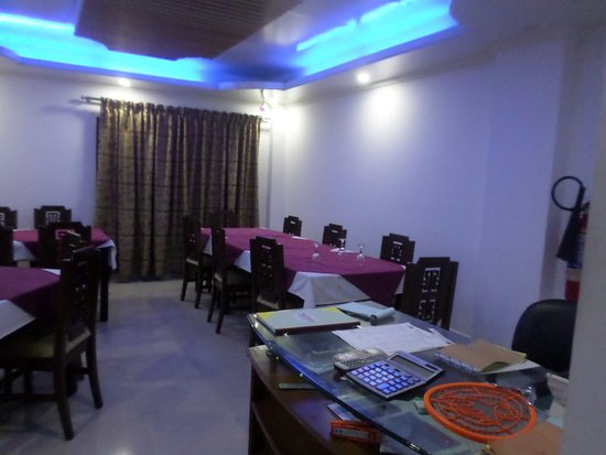 Hotel Lake Breeze : Dinning space