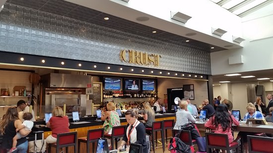 East Elmhurst, نيويورك: The airport location