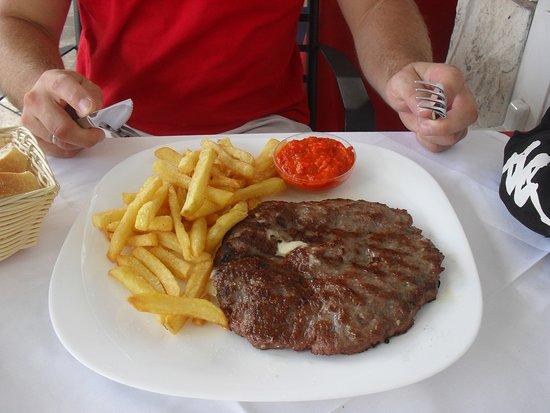 Gostionica Struja: Hamburger nadziewany serem i szynką