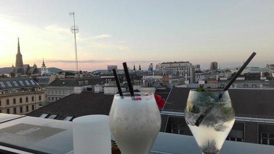 leckere Getränke mit bester Aussicht! - Picture of Atmosphere ...