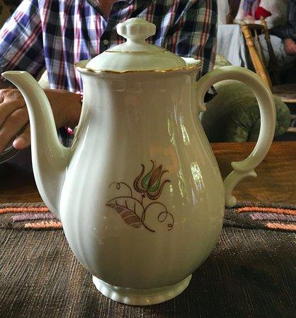 Skåne, Schweden: Gammalt porslin i cafét