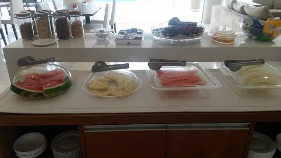Aparthotel Andares del Agua: Breakfast Fruit Bar