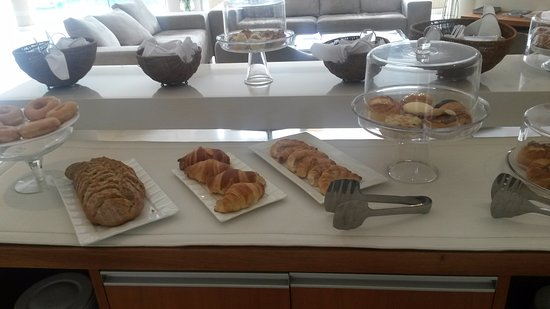 Aparthotel Andares del Agua: Breakfast Bread/Pastries Bar
