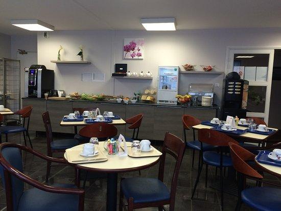 le buffet du petit-déjeuner - Photo de Appart'City Nancy ...