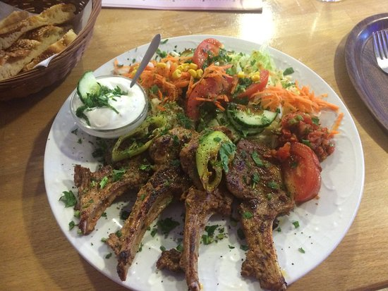 Wedel, เยอรมนี: Lamm mit Salat