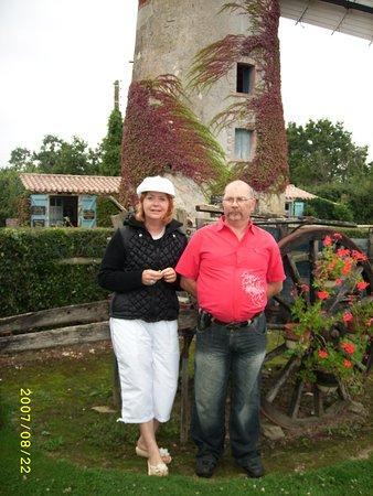 Chateauneuf, Frankrike: apres une bonne crepe maison et un petit verre de cidre