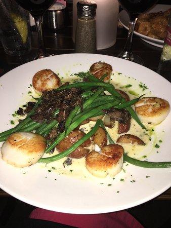 Lake Ozark, MO: Caprese salad, sea scallops, and Cajun shrimp pasta
