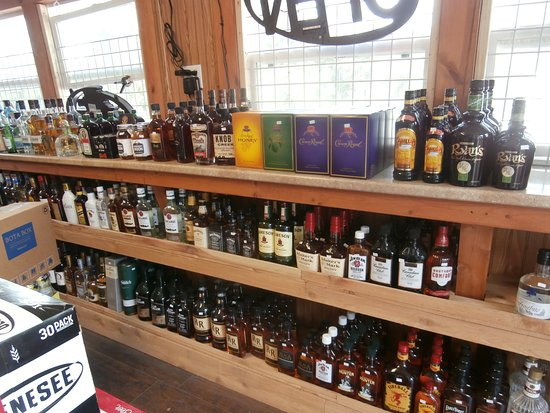 Gwin's Lodge and Restaurant: Gwin's Lodge liquor store