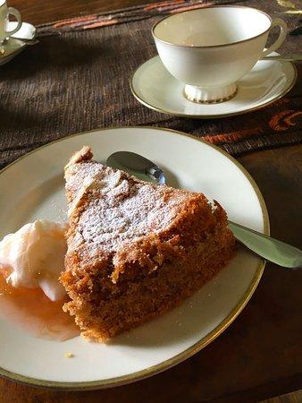 Лен Сконе, Швеция: Ljuvligt god hembakad kaka & fint porslin