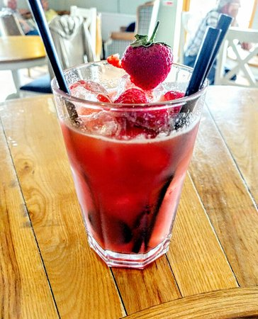 Milford Haven, UK: Strawberry Gin Smash cocktail!