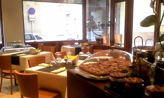 Vilafranca del Penedes, Ισπανία: Le salse speciali per accompagnare le carni sono deliziose