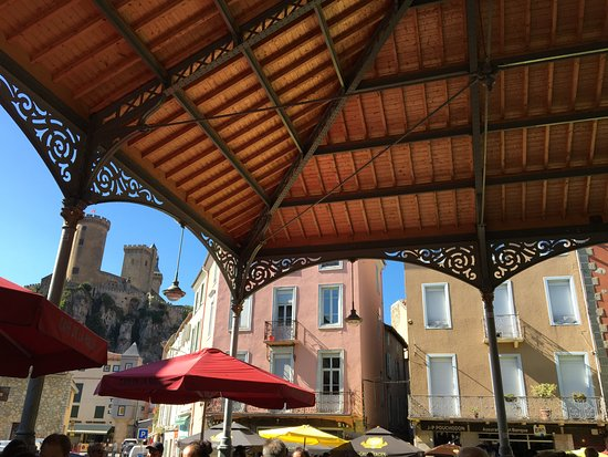 Foix, Fransa: Jolie halle et vue sur le château