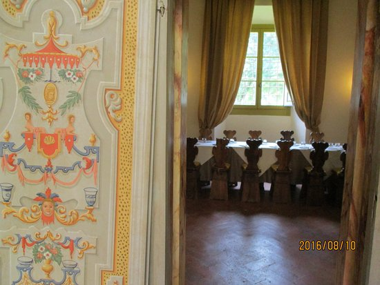 Castello di Meleto: castle dining room - used for private dinners