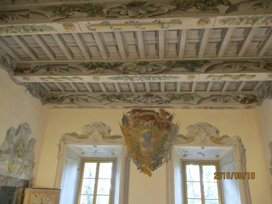 Castello di Meleto: wooden carved and frescoed ceiling in the castle