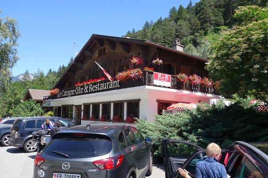 Орсиерес, Швейцария: The outside