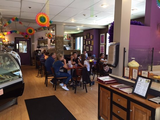 The Purple Feather Cafe & Treatery: Sit in and relax