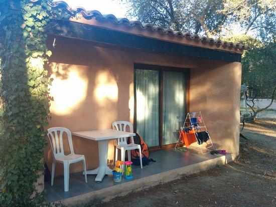 Camping Village l'Ostriconi: Camera a tre letti con bagno (no cucina)