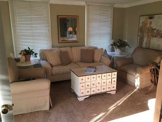 MacArthur Place - Sonoma's Historic Inn & Spa: Sitting area - room 6