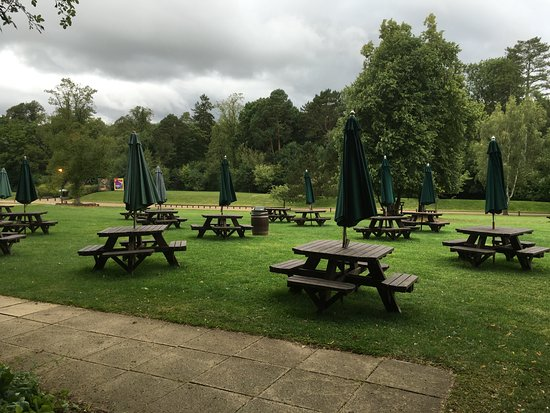 North Kilworth, UK: Picnic area near the theatre
